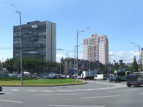 Многоэтажный жилой дом возле Дарницкой площади