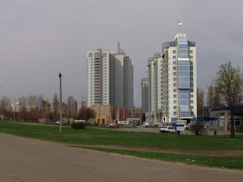 Современный жилой комплекс. Панорама с проспекта Бажана